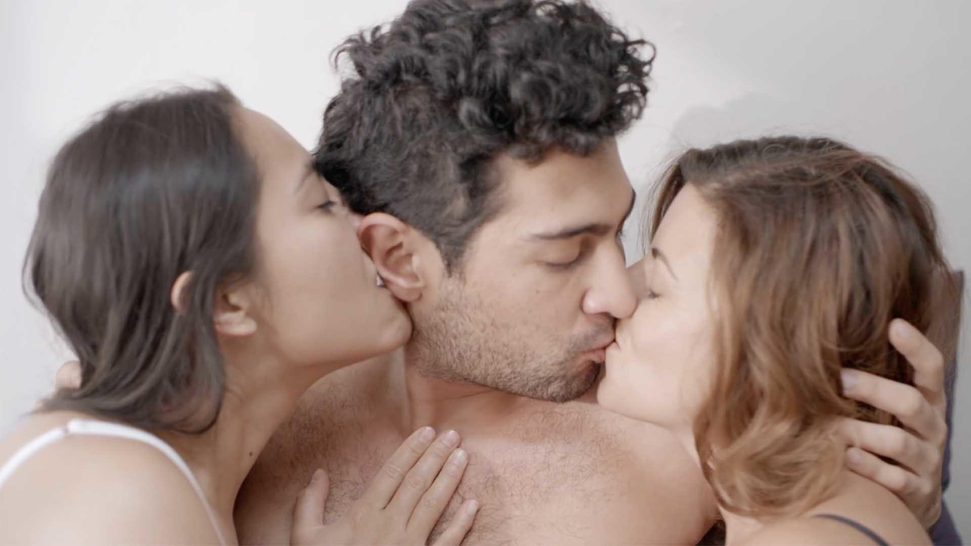 Threesome (Ménage à trois) by Martin Roman - Mexico Comedy Short Film |  Viddsee