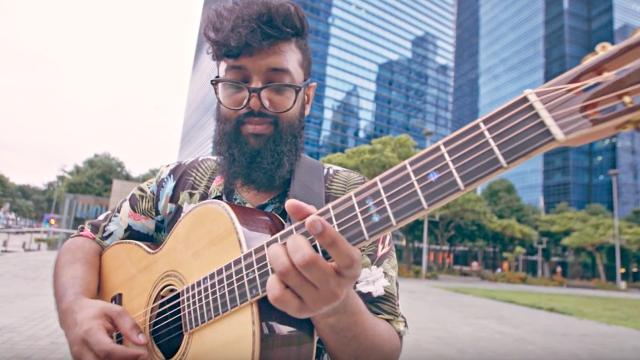 shak'tiya playing guitar